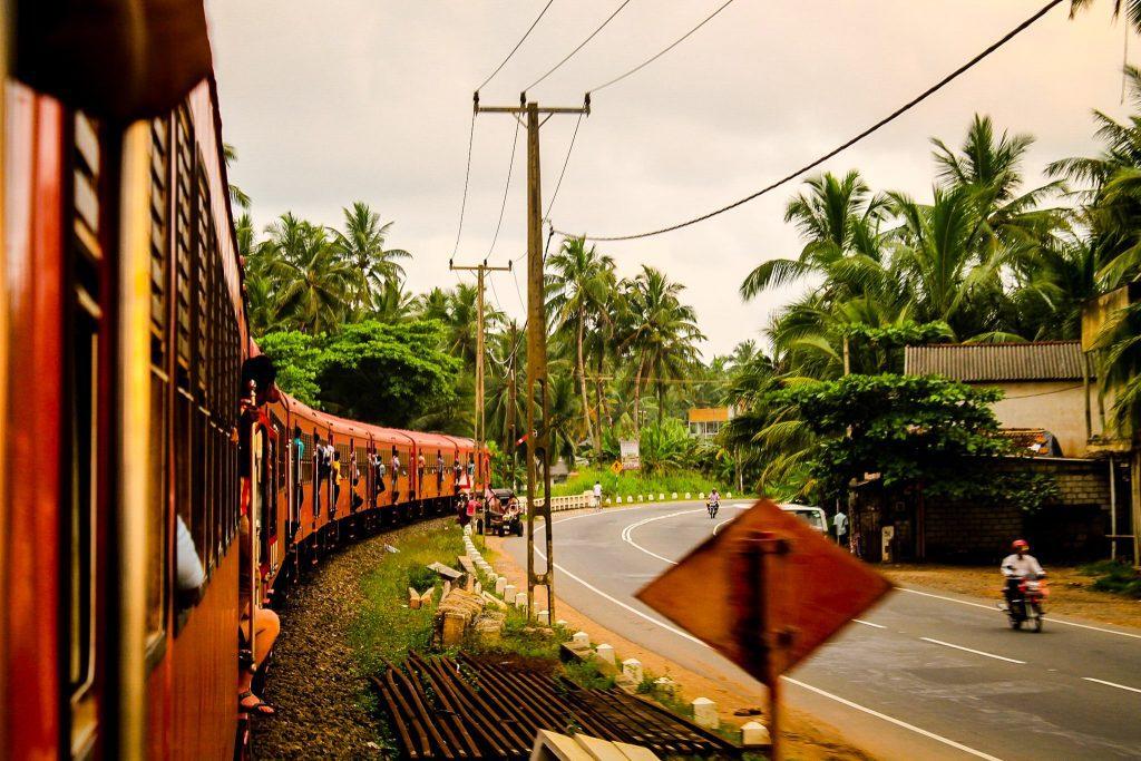 Un must pentru Sri Lanka: o călătorie cu trenul