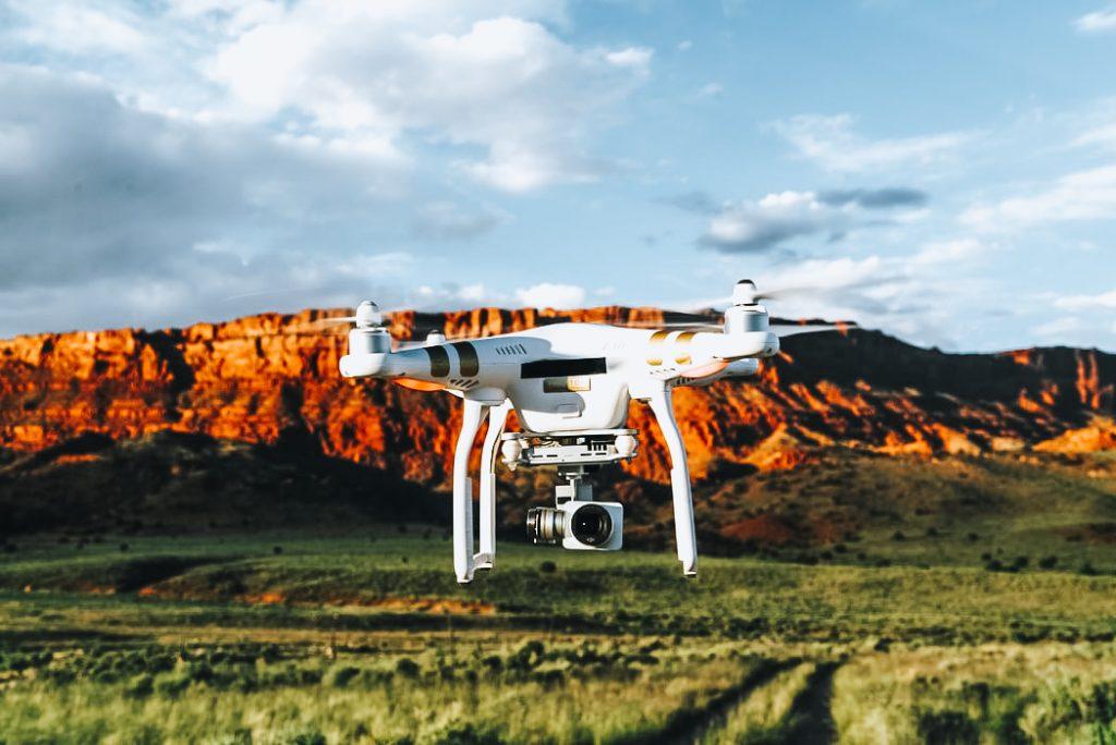 o dronă pentru pasionați de fotografii sau video.