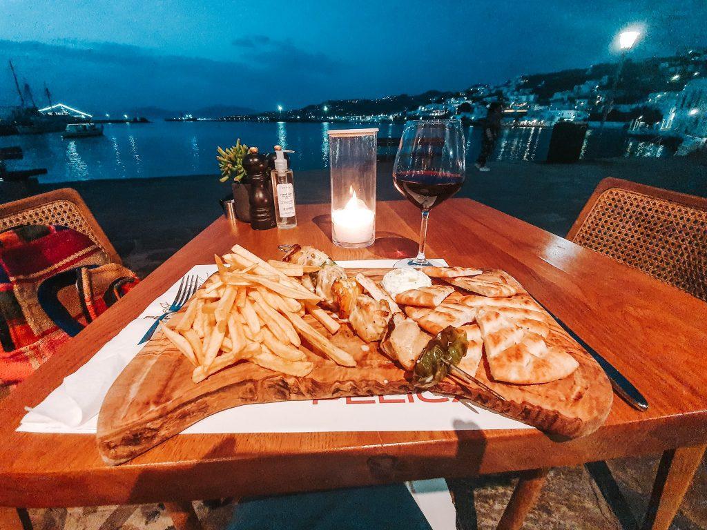 Souvlaki, prima masă în Mykonos