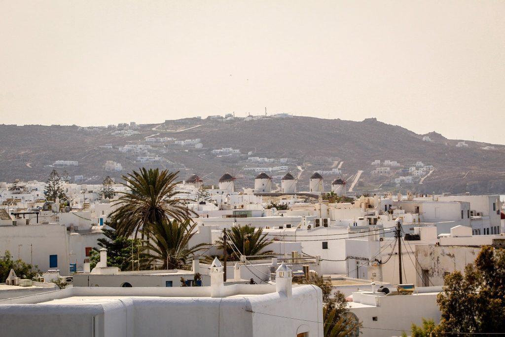 Toate clădirile sunt albe în Mykonos