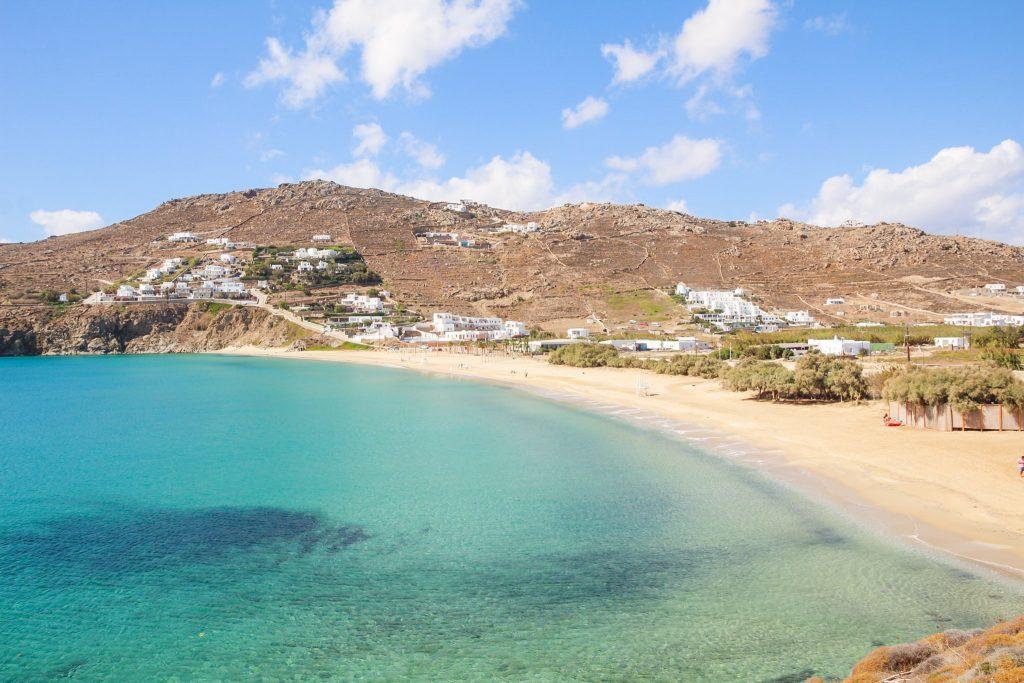 Una dintre multele plaje din Mykonos