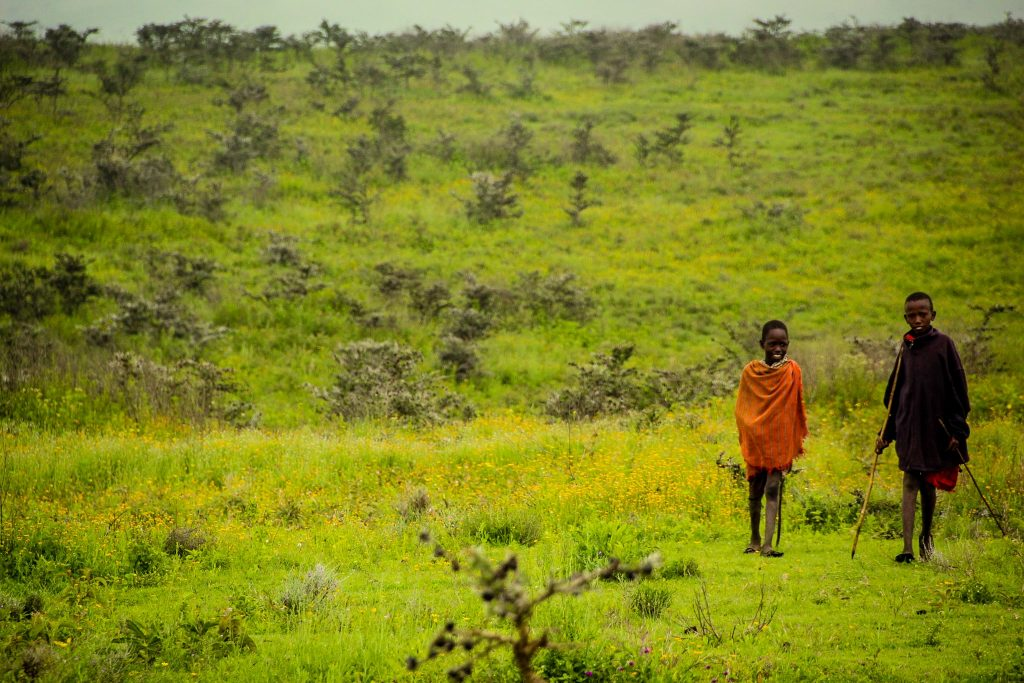 Copii în Serengeti