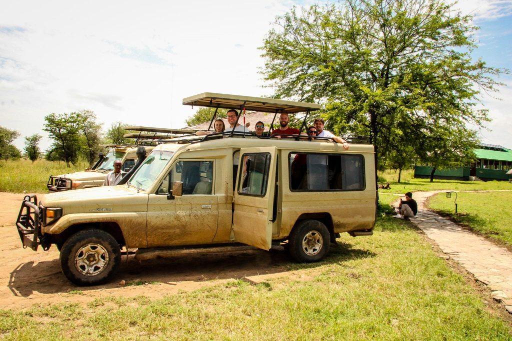 Grupul nostru în mașina de safari