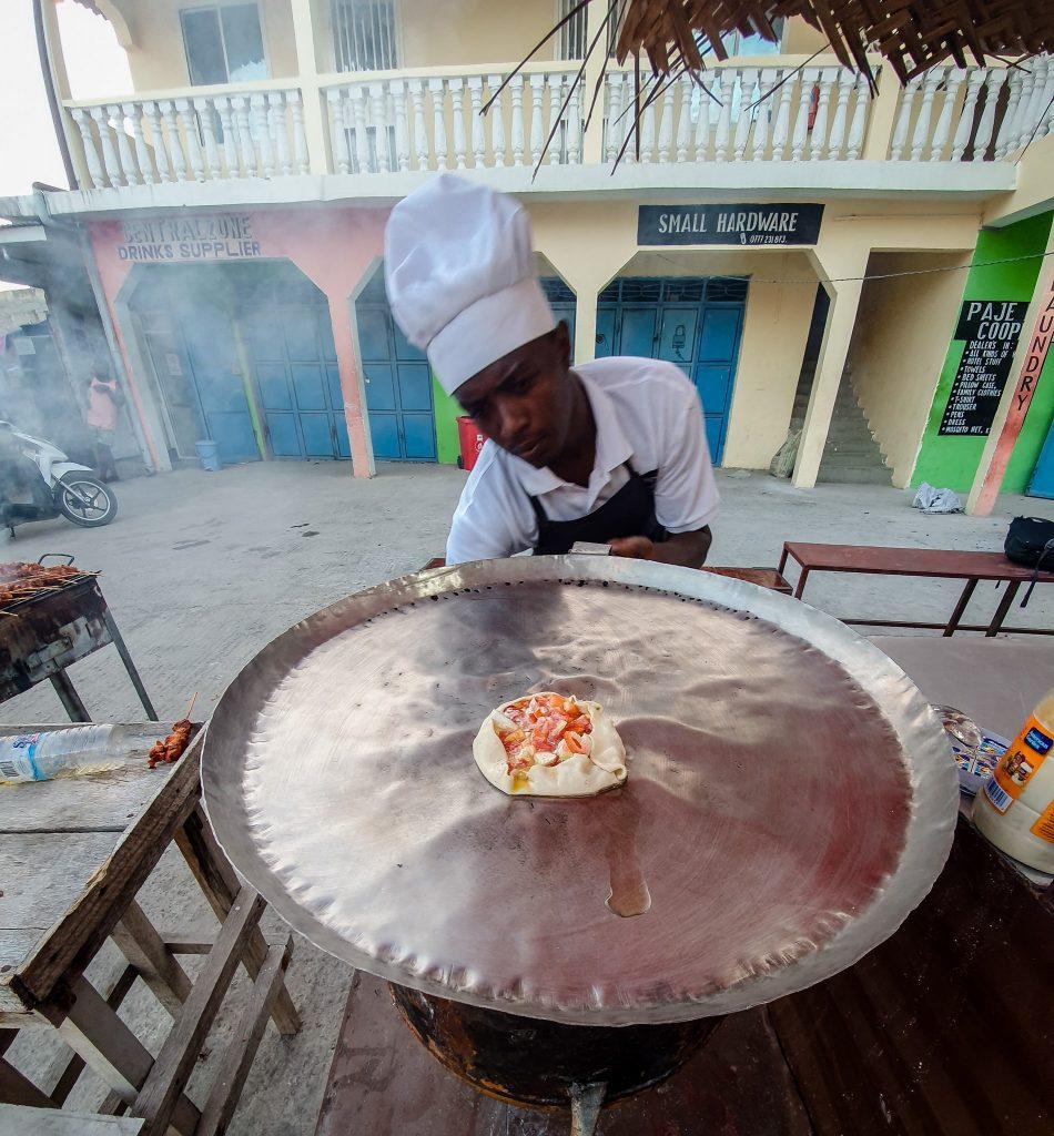 Zanzibar Pizza în preparare