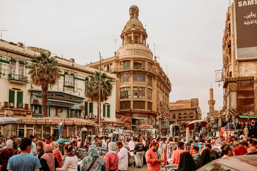 Străzile pot fi foarte aglomerate în Cairo