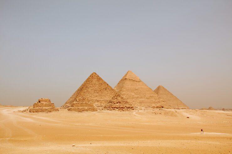Piramidele.